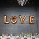 Большие буквы «LOVE» для фотосессии