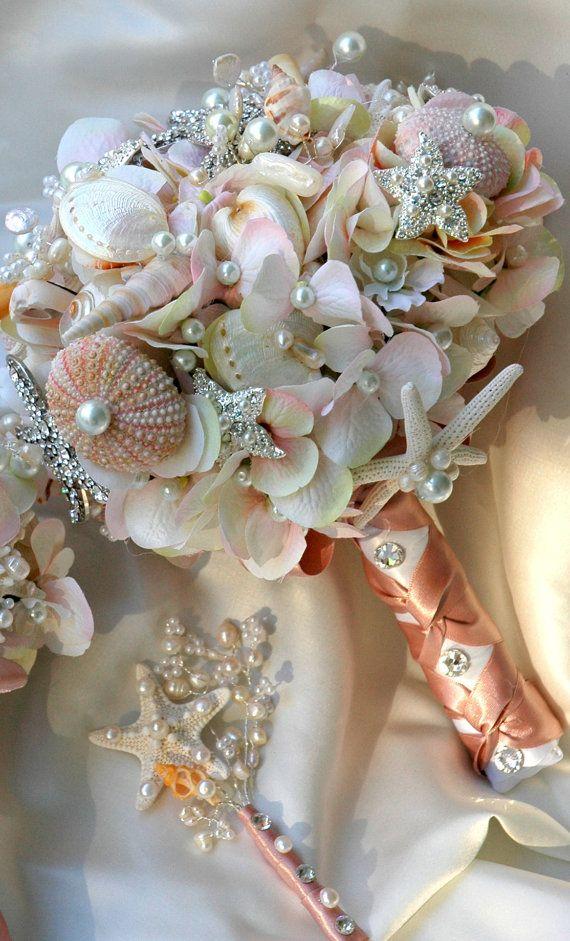 Букеты из ракушек и цветов