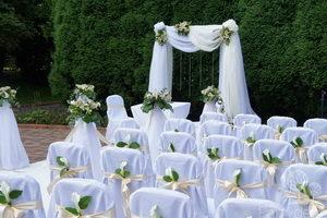 Декор свадьбы в европейском стиле должен быть лаконичным, функциональным и изысканным. Прочитав статью, вы сможете понять, как его правильно выбрать.