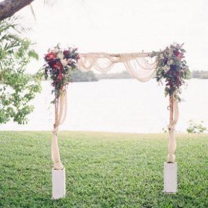 свадебная арка цвета марсала