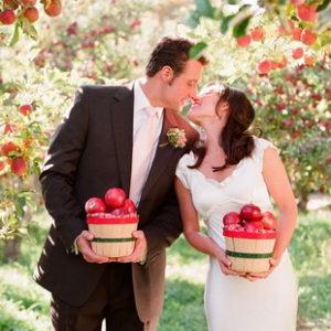 Свадебная тема это суть свадьбы. Сочетание всех свадебных элементов и создает общее ощущение и атмосферу для свадьбы. Тема свадьбы то,