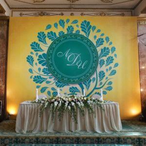 Не секрет, что любой невесте при выборе украшений праздничного зала хочется непохожести и неповторимости в каждом выбранном элементе, даже в
