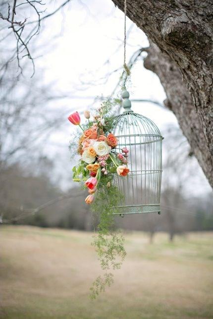 птичья клетка с тюльпанами