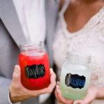 Идеи использования стеклянных банок для украшения свадьбы.