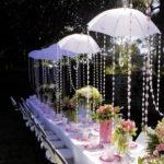 Украшаем свадьбу зонтиками.