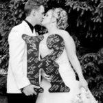 Модный реквизит свадеб — буквы для праздничной фотосессии
