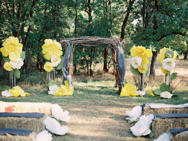 Oversized-Flowers-Wedding-Decor_4