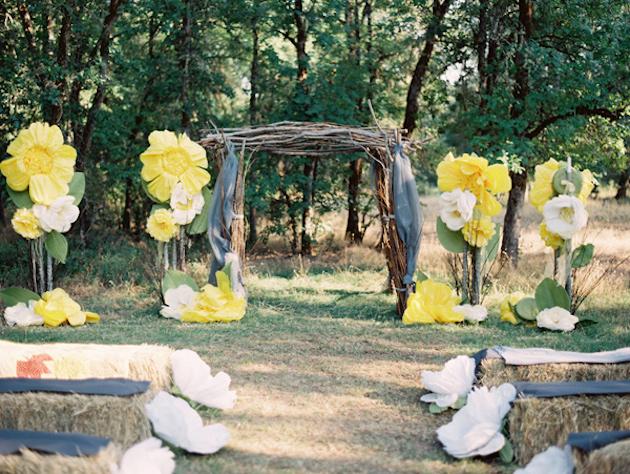 Oversized-Flowers-Wedding-Decor_4