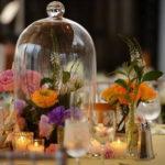 Стеклянные колпаки в свадебном декоре.