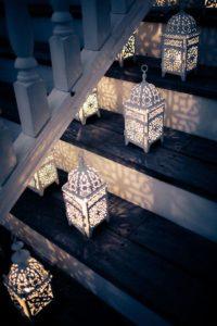 Способы украшения лестниц на свадьбе